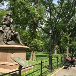 Robert Burns statue.