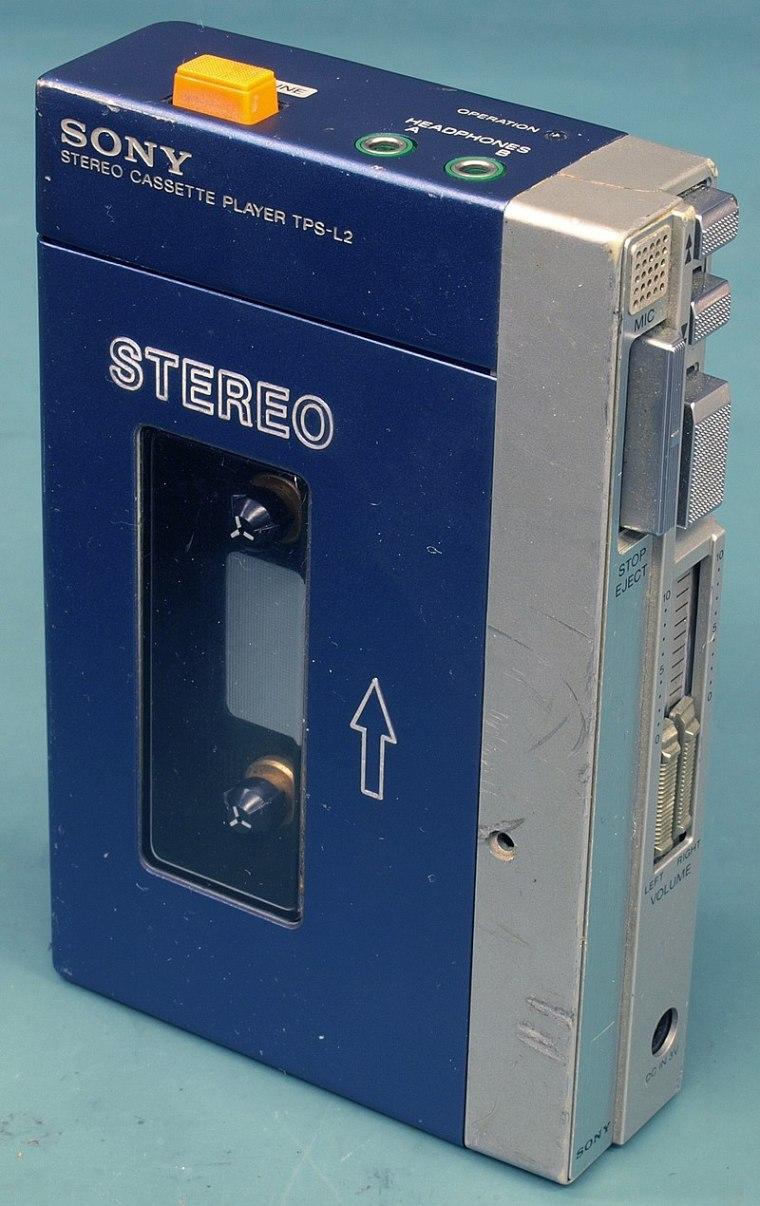800px-Original_Sony_Walkman_TPS-L2